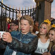 NLD/Maastricht/20140630 - TROS Muziekfeest op het Plein 2014 Maastricht, Thomas Berge maakt selfie met fan's