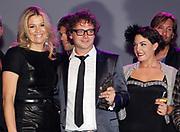 EDISON POP AWARDS 2010 in  het World Trade Center, Rotterdam <br /> <br /> op de foto:  Princes Maxima met  Caro Emerald , Guus Meeuwis
