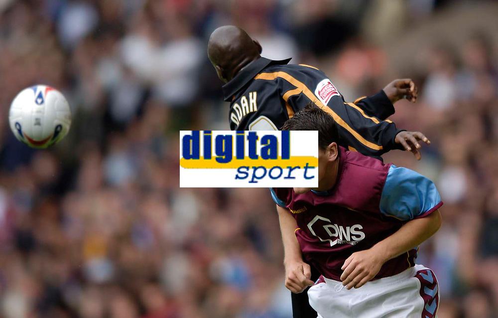 Fotball<br /> England 2005/2006<br /> Foto: SBI/Digitalsport<br /> NORWAY ONLY<br /> <br /> Wolverhampton Wanderers v Aston Villa<br /> Pre Season Friendly.<br /> 30/07/2005.<br /> <br /> Villa's Gareth Barry (R) is beaten by the jump of Wolves' George Ndah