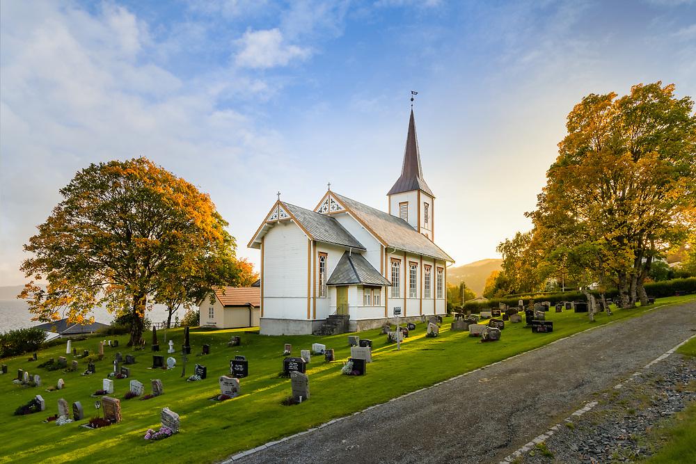 Stranda kirke fra 1897 ligger i Vanvikan i Indre Fosen kommune.