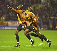 Fotball - Engelsk FA-cup - Tredje runde - 05.01.2003<br /> Wolverhampton v Newcastle 3-2<br /> Shaune Newton gratulerer George Ndah med vinnermålet<br /> Foto: Richard Lane, Digitalsport