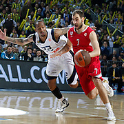 Fenerbahce Ulker's Tarence Anthony KINSEY (L) and Olympiacos's Vassilis SPANOULIS (R) during their Euroleague Basketball Top 16 Game 5 match Fenerbahce Ulker between Olympiacos at Sinan Erdem Arena in Istanbul, Turkey, Thursday, February 24, 2011. Photo by TURKPIX