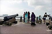 Nederland, Vlissingen, 14-9-2014 Een containerschip vaart bij Vlissingen op de Westerschelde naar de haven van Antwerpen in belgie. Vanaf de boulevard of het strand van Vlissingen heb je mooi zicht op de scheepsbewegingen.FOTO: FLIP FRANSSEN/ HOLLANDSE HOOGTE