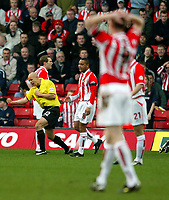 Photo: Scott Heavey.<br />Watford v Sunderland. Nationwide Division One. 07/02/2004.<br />Gavin Mahon (L) celebrates his goal