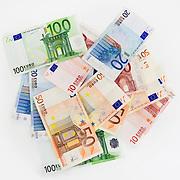 Nederland Barendrecht 29 maart 2009 20090329 Foto: David Rozing ..bankbiljetten, valuta, betaalmiddel, kosten,papiergeld,biljet,biljetten,bankbiljet,bankbiljetten,eurobiljet,eurobiljetten, betaalmiddelen,recessie, kredietcrisis, economie,.money , euro stockbeeld, stockfoto, stock, studio opname, illustratie.Foto: David Rozing