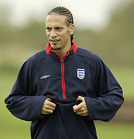 Fotball<br /> Foto: SBI/Digitalsport<br /> NORWAY ONLY<br /> <br /> England training at Carrington MUFC traing complex.<br /> <br /> Rio Ferdinand gets ready to put his England shirt back on