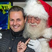 NLD/Amsterdam/20161207 - 8e Sky Radio's Christmas Tree For Charity, Fred van Leer en de kerstman