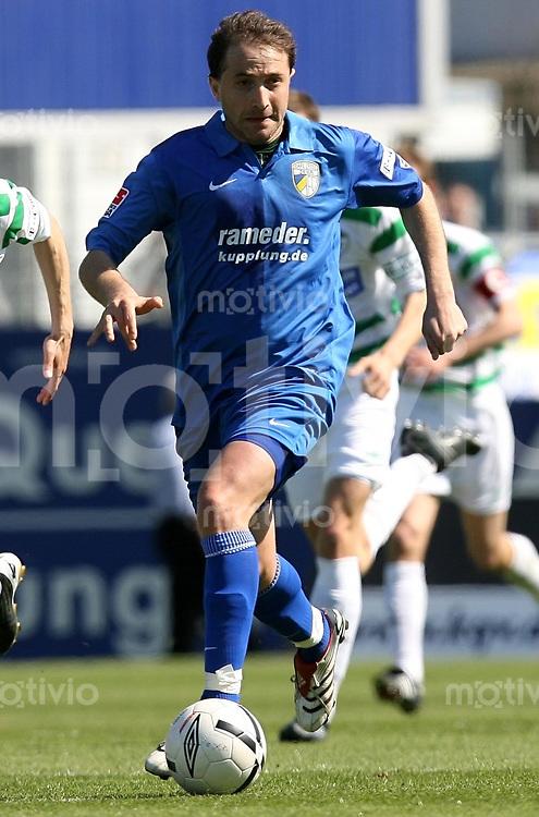 Jena , 080407 , Saison 2006/2007 ; Fussball 2.Bundesliga Greuther Fuerth - FC Carl Zeiss Jena  Mikhaeil ASHVETIA (Jena) am ball
