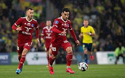 Rezan Corlu (Lyngby BK) med bolden foran Frederik Gytkjær under kampen i 3F Superligaen mellem Brøndby IF og Lyngby Boldklub den 1. marts 2020 på Brøndby Stadion (Foto: Claus Birch).