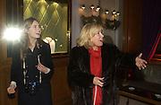 Lauren Ashley Bush and her mother Sharon Bush, The 2005 Crillon Debutante Ball. Crillon Hotel, Paris. 26  November 2005. ONE TIME USE ONLY - DO NOT ARCHIVE  © Copyright Photograph by Dafydd Jones 66 Stockwell Park Rd. London SW9 0DA Tel 020 7733 0108 www.dafjones.com