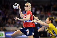 Håndball , 2017.12.08 Bietigheim-Bissingen Pilka reczna Mistrzostwa Swiata w pilce recznej kobiet Norwegia - Szwecja N/z Stine Bredal Oftedal of Norway and Sabina Jacobsen of Sweden vie for the ball Foto Lukasz Laskowski / PressFocus 2017.12.08 Bietigheim-Bissingen IHF Women s Handball World Championship WM Weltmeisterschaft Norway v Sweden Stine Bredal Oftedal of Norway and Sabina Jacobsen of Sweden vie for the ball <br /> PUBLICATIONxNOTxINxPOL