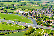 Nederland, Gelderland, Gemeente Geldermalsen, 13-05-2019; Kruising riviertje de Linge met rijksweg A2, ter hoogte van  Beesd (in de achtergrond).<br /> Motorway A2 crosses river Linge.<br /> aerial photo (additional fee required); luchtfoto (toeslag op standard tarieven); copyright foto/photo Siebe Swart