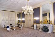 Paleis Noordeinde en Koninklijke Stallen open voor het publiek.  ////  Noordeinde Palace and Royal Stables open to the public.<br /> <br /> Op de foto / On the photo:  Balkonkamer / balcony Room