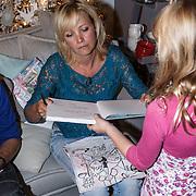 NLD/Barneveld/20131102 - Presentatie kinderboek Ties en Thijs in December van Yvon Jaspers,