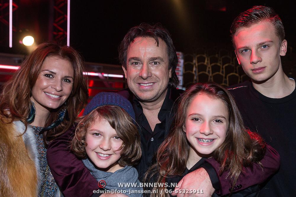 NLD/Hilversum/20131220 - Finale The Voice of Holland 2013, Marco Borsato, Leontien Bporsato - Ruiters, kinderen Luca, Jade en Senna