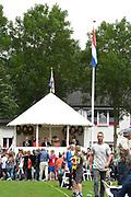 Koning Willem-Alexander en koningin Maxima brengen een streekbezoek aan Noardwest Fryslan.<br /> <br /> King Willem-Alexander and Queen Maxima bring a regional visit to Northwest Friesland<br /> <br /> Op de foto / On the photo: De Koning en Koningin Máxima vervolgen hun bezoek per koets naar kaatsveld It Sjûkelân. Daar wonen zij een kaatswedstrijd bij van de zogenoemde 'Kleine PC voor basisscholen'. <br /> <br /> <br /> In the photo / On the photo: The King and Queen Máxima continue their visit by coach to field handball It Sjûkelân. There they live a handball match in the so-called Small PC for primary schools.