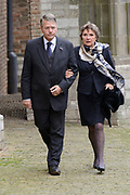 De koninklijke familie en tal van vrienden, bekenden en collega's van prins Friso zijn samengekomen in de Oude Kerk in Delft om de op 12 augustus overleden prins Friso te herdenken. <br /> <br /> The royal family and many friends, acquaintances and colleagues of Prince Friso are in the Old Church in Delft to commemorate the Prince who past away on August 12 2013.<br /> <br /> Op de foto / On the photo:  Piet Hein Donner met zijn partner