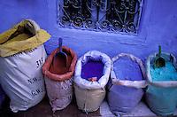 Morocco. Rif region. City of Chefchaouen (Chaouen). Color powder for painting. // Maroc. region du Rif. Chefchaouen (Chaouen). Poudre de couleur pour peinture.