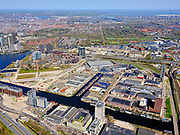 Nederland, Noord-Holland, Amsterdam; 17-04-2021; de wijk Overamstel met Duivendrechtsevaart. Industrieterreinen Amstel I, Omval en Weespertrekvaartbuurt. A2 onder in beled.<br /> The Overamstel district with Duivendrechtsevaart. Industrial areas Amstel I, Omval and Weespertrekvaartbuurt.<br /> <br /> luchtfoto (toeslag op standard tarieven);<br /> aerial photo (additional fee required)<br /> copyright © 2021 foto/photo Siebe Swart
