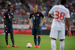 31.07.2013, Allianz Arena, Muenchen, Audi Cup 2013, FC Bayern Muenchen vs Sao Paulo, im Bild, David ALABA (FC Bayern Muenchen) und Bastian SCHWEINSTEIGER (FC Bayern Muenchen) beim Freistoss, davor REINALDO (Sao Paulo FC) // during the Audi Cup 2013 match between FC Bayern Muenchen and Sao Paulon at the Allianz Arena, Munich, Germany on 2013/07/31. EXPA Pictures © 2013, PhotoCredit: EXPA/ Eibner/ Wolfgang Stuetzle<br /> <br /> ***** ATTENTION - OUT OF GER *****