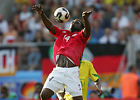 Fotball<br /> Confederations Cup 2005<br /> 25.06.2005<br /> Tyskland v Brasil 2-3<br /> Foto: Witters/Digitalsport<br /> NORWAY ONLY<br /> <br /> v.l. Gerald Asamoah GER, Roque Junior