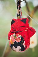 """En dekoration i ett träd vid katt-templet på Tashirojima. Ön som kallas för """"kattön"""" eftersom här lever hundratals katter tillsammans med ca 50 personer.   <br /> Ishinomaki, Miyagi Prefecture, Japan. <br /> Fotograf: Christina Sjögren<br /> Copyright 2018, All Rights Reserved"""