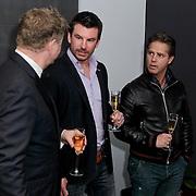 NLD/Hoofddorp/20120320 - Lancering Video on Demand, Rene Mioch, Kasper van Kooten en Danny de Munk onthulling kado met prijswinnaar Roy