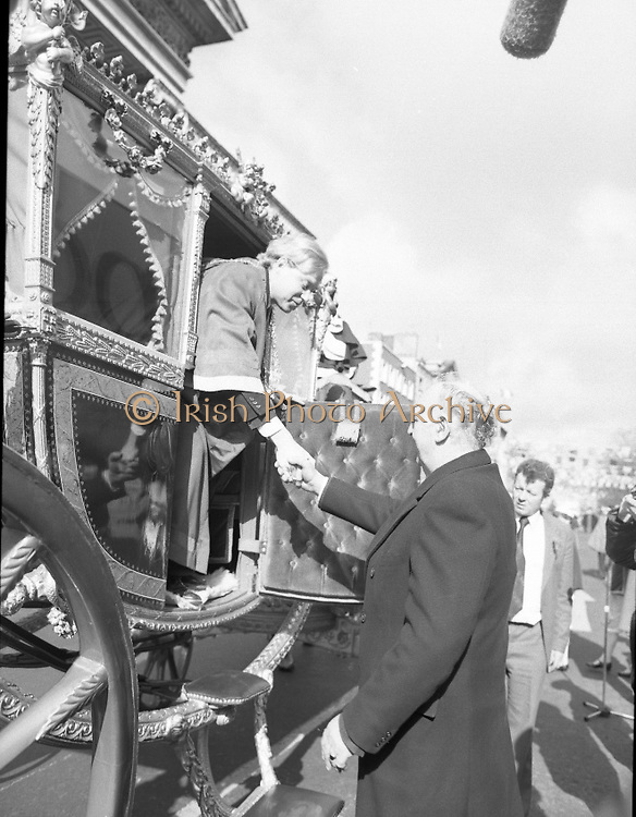 St Patrick's Day Parade.1982.17/03/1982.03.17.1982.17th March 1982..On arrival the Lord Mayor is assisted in alighting from the coach by Mr Tom Stafford. Mr Stafford is the chairman of Dublin Tourism.