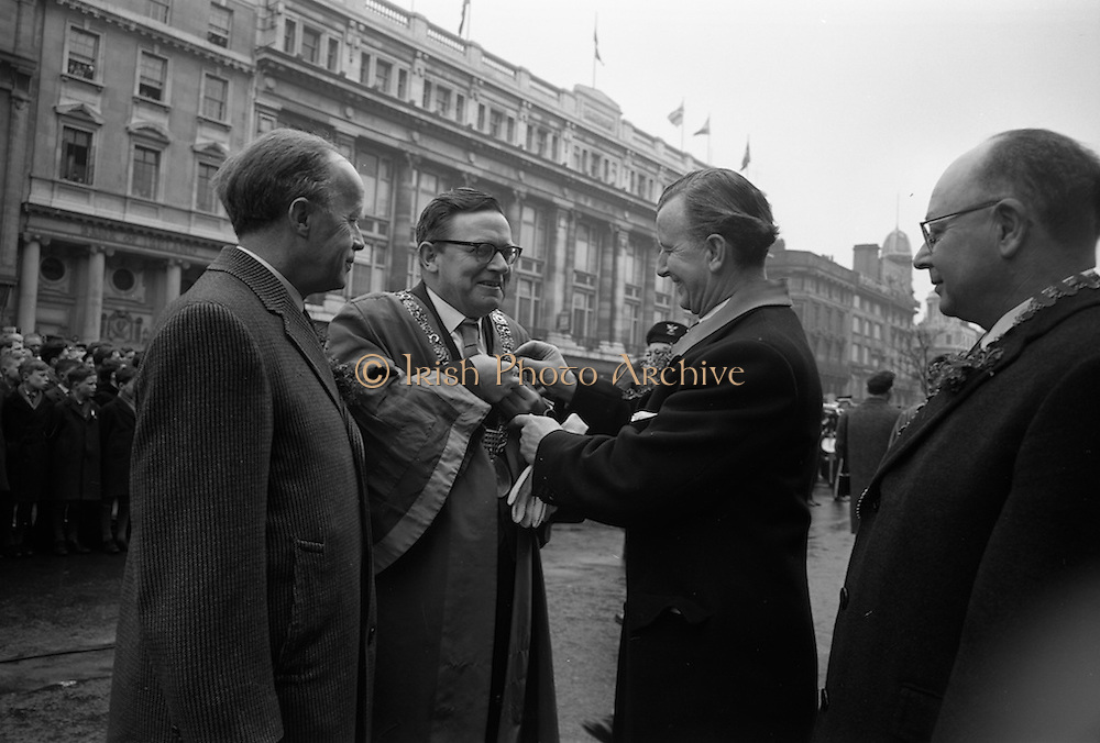 17/03/1965<br /> 03/17/1965<br /> 17 March 1965<br /> NAIDA St. Patrick's Day Parade, Dublin. Lord Mayor of Dublin John McCann gets help pinning on his shamrock with Minister of Transport and Power, Erskine Childers on the left.