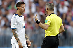 (l-r) Fyodor Smolov of Russia, referee Bjorn Kuipers during the 2018 FIFA World Cup Russia round of 16 match between Spain and Russia at the Luzhniki Stadium on July 01, 2018 in Moscow, Russia