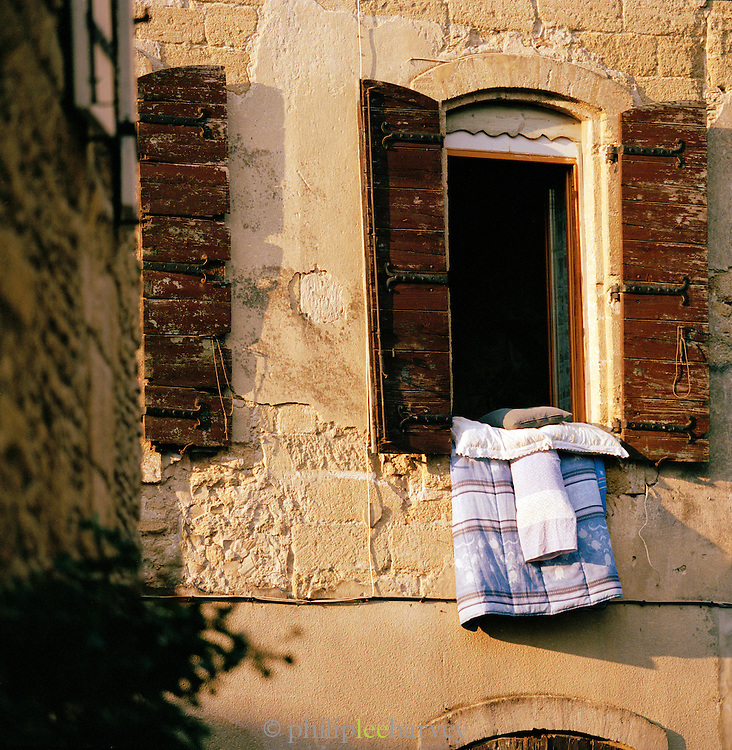 Clothes and sheets left to aerate, Avignon, France