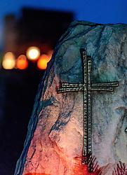 THEMENBILD - ein Kreuz auf einem Grabstein. Am 1. November, gedenken Katholiken aller Menschen, die in der Kirche als Heilige verehrt werden. Das Fest Allerseelen am darauf folgenden 2. November, ist dem Gedaechtnis aller Verstorbenen gewidmet, aufgenommen am 30.10.2016, Kaprun, Oesterreich // a cross on a grave stone, on All Saints' Day 1st November, Catholics remember all people who are venerated as saints in the church. The festival Souls on the following second November is dedicated to the memory of all deceased, taken at the cemetery in Kaprun, Austria on 2016/10/30. EXPA Pictures © 2016, PhotoCredit: EXPA/ JFK