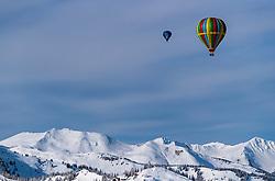 05.02.2018, Zell am See - Kaprun, AUT, BalloonAlps, im Bild Heissluftballone bei seiner Fahrt über den Alpen // hot air balloons on their ride over the Alps during the International Balloonalps Week, Zell am See Kaprun, Austria on 2018/02/05. EXPA Pictures © 2018, PhotoCredit: EXPA/ JFK