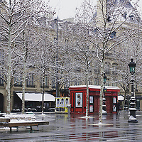 That morning, I made a stop on Place de la République, on my way to work. A white Christmas in Paris? In March? It's a kind of magic!