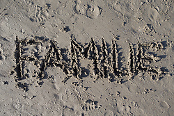 "SYMBOLBILD - der Schriftzug ""Familie"" in Sand geschrieben, aufgenommen am 23.08.2015 in Caorle, Italien // the lettering ""Familie"" written in sand in Caorle, Italia on 2015/08/23. EXPA Pictures © 2015, PhotoCredit: EXPA/ Jakob Gruber"