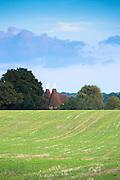 Traditional Kentish oast houses - hop kilns - for kilning hops (drying) in Kent, England, UK