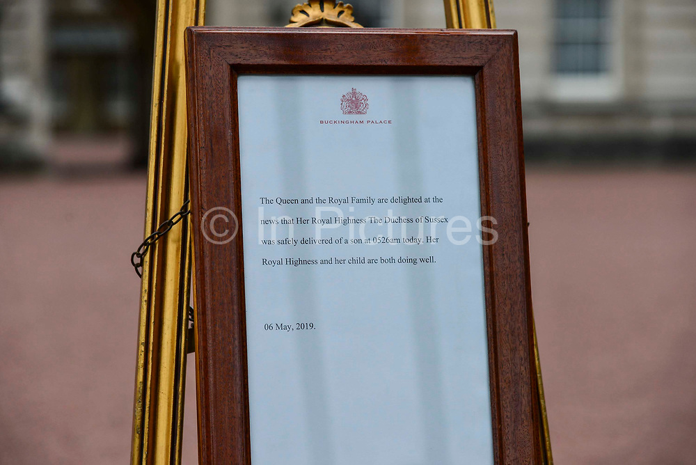 The official notice of the birth of a baby boy to the Duke and Duchess of Sussex outside Buckingham Palace on May 6, 2019 in London,England, United Kingdom. Meghan, Duchess of Sussex gave birth to a baby boy weighing 7lbs 3oz at 05:26 BST.