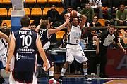DESCRIZIONE : Bologna Lega A1 2006-07 Climamio Fortitudo Bologna Angelico Biella <br /> GIOCATORE : Thomas Rimbalzo Offensivo <br /> SQUADRA : Climamio Fortitudo Bologna <br /> EVENTO : Campionato Lega A1 2006-2007 <br /> GARA : Climamio Fortitudo Bologna Angelico Biella <br /> DATA : 25/02/2007 <br /> CATEGORIA : Rimbalzo <br /> SPORT : Pallacanestro <br /> AUTORE : Agenzia Ciamillo-Castoria/M.Marchi