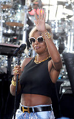 NY: Mary J. Blige on stage for NBC Today Show Concert - 19 May 2017