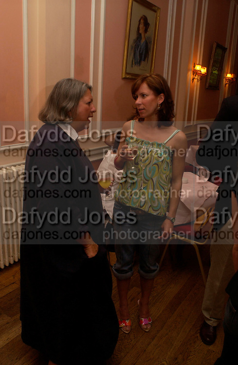 Michelle Tubman and Anna Jane Casey. Book launch of Take A Girl Like Me - Life With George by Diana Melly. The Polish Club. Exhibition Rd. London. 21 July 2005. ONE TIME USE ONLY - DO NOT ARCHIVE  © Copyright Photograph by Dafydd Jones 66 Stockwell Park Rd. London SW9 0DA Tel 020 7733 0108 www.dafjones.com