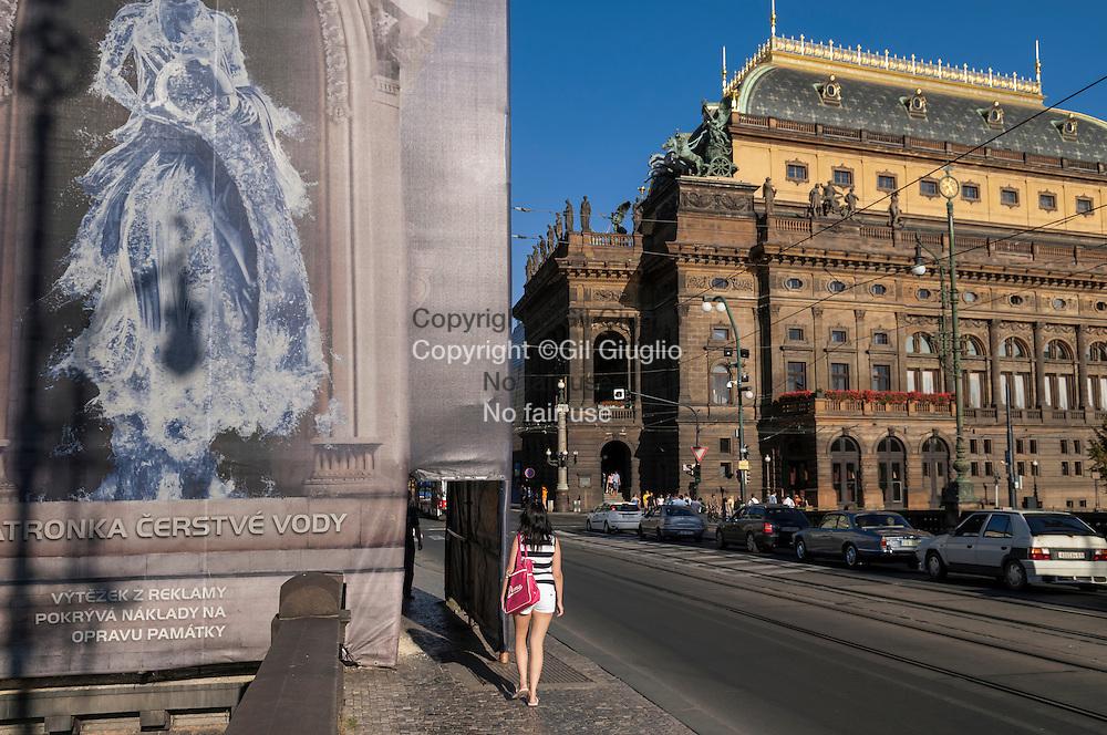 République Tchèque, Prague, Staré  Mesto,  Théatre National et trompe l'oiel depuis pont Legil // Czech Republic, Prague Staré Mesto,  National Theatre and trompe l'oeil from Legil bridge