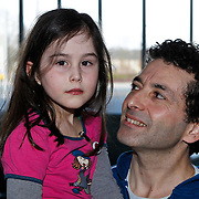 NLD/Hilversum/20100223 - Perspresentatie AVRO serie Bloedverwanten, Khaldoun Elmecky en dochter