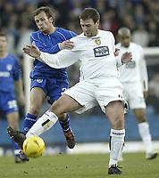 Fotball<br /> England 2004/2005<br /> Foto: SBI/Digitalsport<br /> NORWAY ONLY<br /> <br /> Leeds United v Millwall<br /> <br /> Coca-Cola Championship<br /> <br /> 19/12/2004<br /> <br /> Leeds Sean Gregan and Millwall's Jody Morris