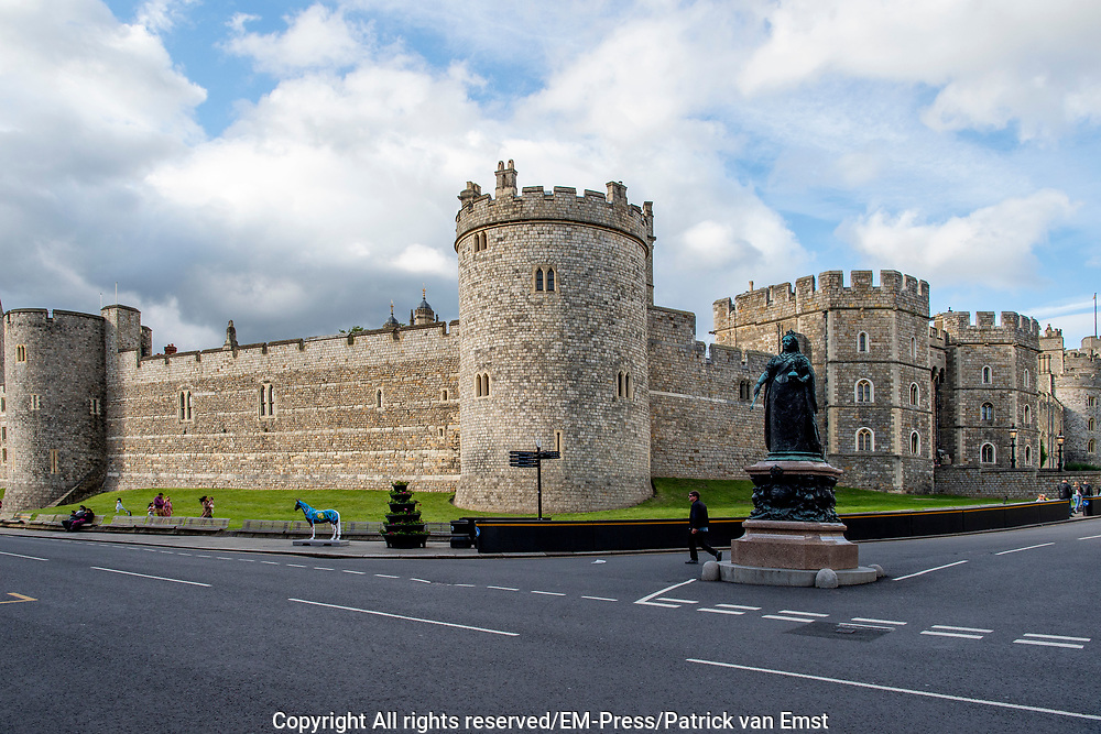 Windsor Castle is een van de residenties van het Britse Hof; de Britse koninklijke familie verblijft hier regelmatig. Het kasteel staat in het stadje Windsor in het graafschap Berkshire. <br /> <br /> Windsor Castle is one of the residences of the British Court; the British royal family regularly stays here. The castle is located in the town of Windsor in the county of Berkshire.