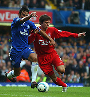 Fotball<br /> Premier League 2004/05<br /> Chelsea v Liverpool<br /> 3. oktober 2004<br /> Foto: Digitalsport<br /> NORWAY ONLY<br /> Chelsea's Paulo Carvalho and Liverpool's Harry Kewell