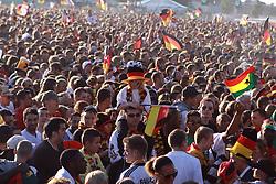 23.06.2010, Heiligengeistfeld, Hamburg, GER, Fifa WM 2010, Public Viewing Deutschland vs. Ghana, im Bild Public Viewing auf Deutschlands auf Hamburgs Fanmeile mit 70.000 Zuschauern bei Deutschland vs. Ghana, EXPA Pictures © 2010, PhotoCredit: EXPA/ nph/  Kohring / SPORTIDA PHOTO AGENCY