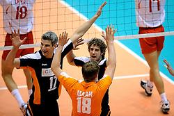 29-05-2010 VOLLEYBAL: EK KWALIFICATIE MACEDONIE - NEDERLAND: ROTTERDAM<br /> Nederland wint met 3-0 van Macedonie en plaatst zich voor de volgende ronde / Yannick van Harskamp, Rob Bontje en Jelte Maan<br /> ©2010-WWW.FOTOHOOGENDOORN.NL