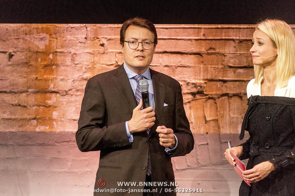 NLD/Amsterdam/20180412 - Prins Constantijn en Prinses Laurentien aanwezig bij uitreiking World Press Photo of the Year, Prins Constantijn en Dionne Stax