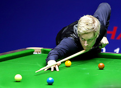 SHANGHAI, Sept. 12, 2018  Neil Robertson of Australia competes during the second round match against Ronnie O'Sullivan of England at 2018 World Snooker Shanghai Masters in Shanghai, east China, Sept. 12, 2018. (Credit Image: © Fan Jun/Xinhua via ZUMA Wire)