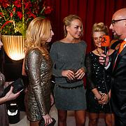 NLD/Amsterdam/20121218 - NOC/NSF Sportgala 2012, Margot van Geffen en Maartje Paumen  worden geinterviewd door Maik de Boer
